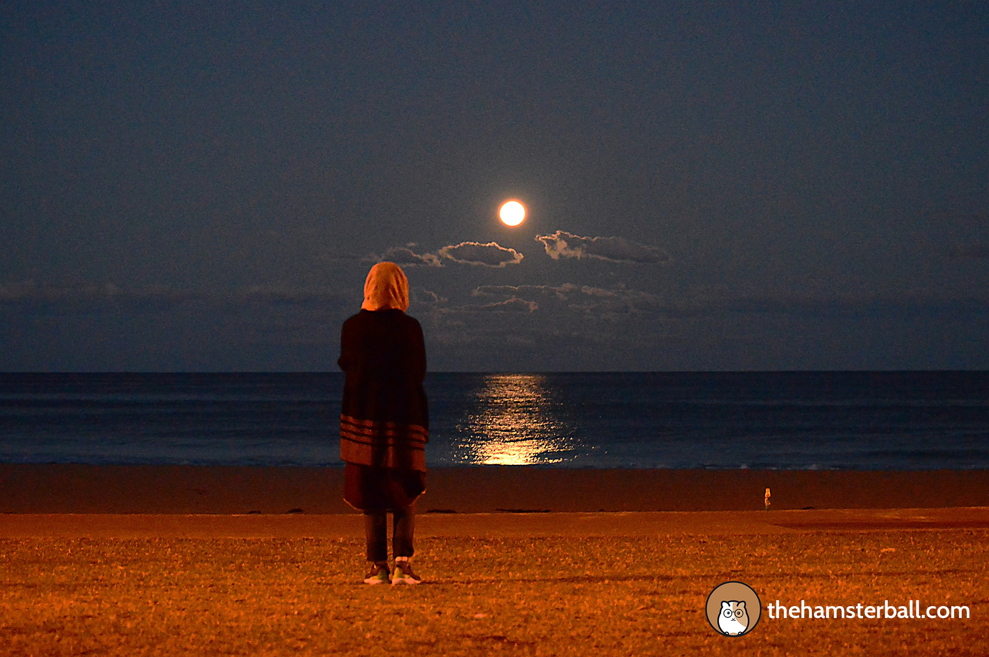 Full moon, Austinmer Beach, Wollongong, Australia